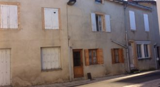 Immeuble- six appartements- cour intérieure- cave- centre de Caussade- REF 1403