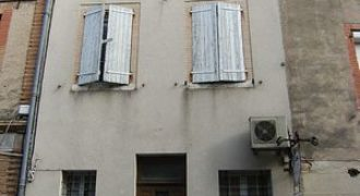 Immeuble-en centre ville de Caussade-avec commerce au rez-de-chaussée-et 2 appartements-Réf 01042-