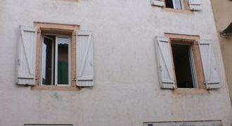Immeuble centre ville Caussade-avec deux appartements refait un T1 et un T3-Réf 00467-