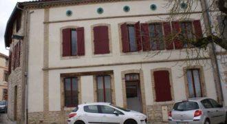 Immeuble rénové occupé centre Caussade-REF 1225-