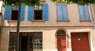 Immeuble-dans une petite ville-bon état général- grand volumes-12 km Montauban- ref 1459
