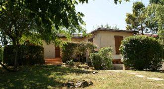 Maison de ville- Caussade-très proche centre-jardin garage calme quartier tés agréable-ref1463